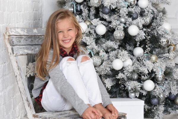 Műfenyőből gyönyörű karácsonyfát – díszítési praktikák